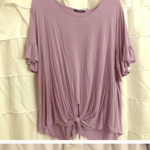 Beautiful Lavender Knot Shirt 💜 Good condition